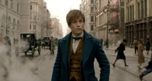 Eddie Redmayne as magizoologist, Newt Scamander. © 2016 Warner Bros. Ent. All Rights ReservedHarry Potter and Fantastic Beasts Publishing Rights © J.K. Rowling